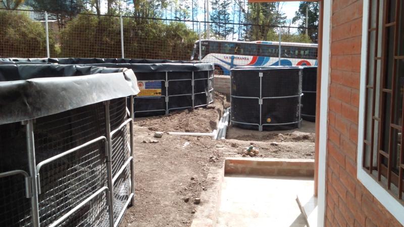 Instalación piscigranja para cultivo de tilapia roja en estanque en geomembrana, en Ibarra, área urbana. Instalación con recirculación y captación TILAPIACENTER